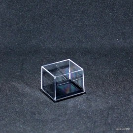 Transparent box : 42x37x32mm.