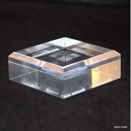 Acrylic base 80x80x30mm bevelled angles media for minerals
