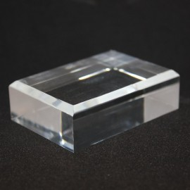 Base acrílica, ángulos biselados : 40x80x20mm