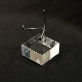 Adjustable pedestal supporting 40x40x20mm
