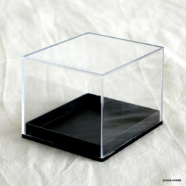 Transparent box :  75x65x60mm.