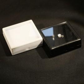 Boites de gemmologie 90x90x28 blanche ou noire protection pierre taillée
