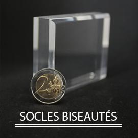 socles et présentoir acrylique biseautés pour collection minéralogique